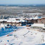 Юлляс является самым популярным горнолыжным курортом во всей стране. Помимо катания туристы могут любоваться северным сиянием, которое наблюдается здесь каждую 2 ночь с августа по апрель