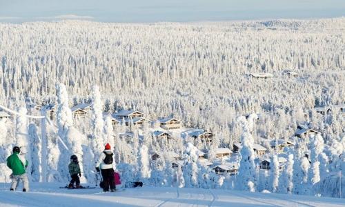 Среди множества стран, ежегодно посещаемых любителями лыжного спорта, выделяется Финляндия
