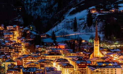 Международный курорт построен в долине Отцталь в Тироле. Здесь проводится Кубок мира по горнолыжному спорту