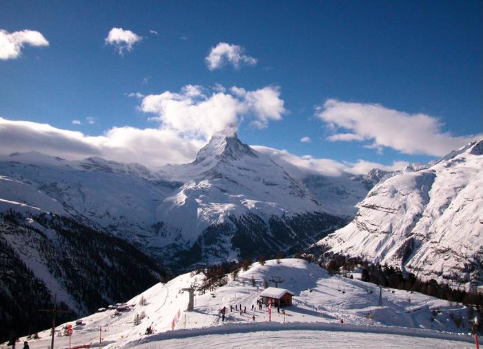 Румыния идеально подходит для любителей горнолыжного спорта, благодаря 4 курортам на ее территории