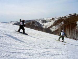 """Сноубордисты на трассе в """"Горыне"""""""