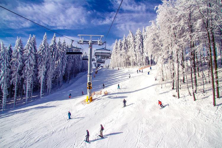 Зимний отдых горнолыжном склоне ТРЦ Вэйпарк